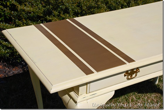 Painting gold stripes on sofa table
