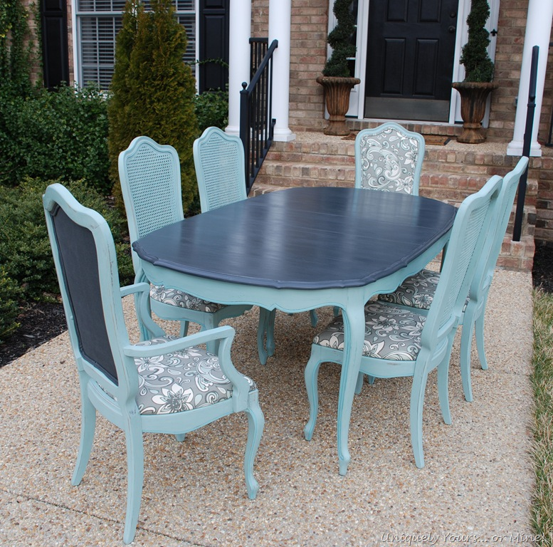 The fabric coordinates perfectly with the table and chairs
