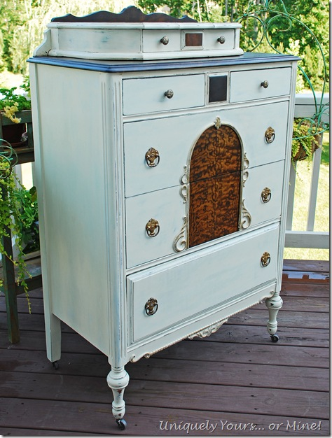 Old White painted chest of drawers